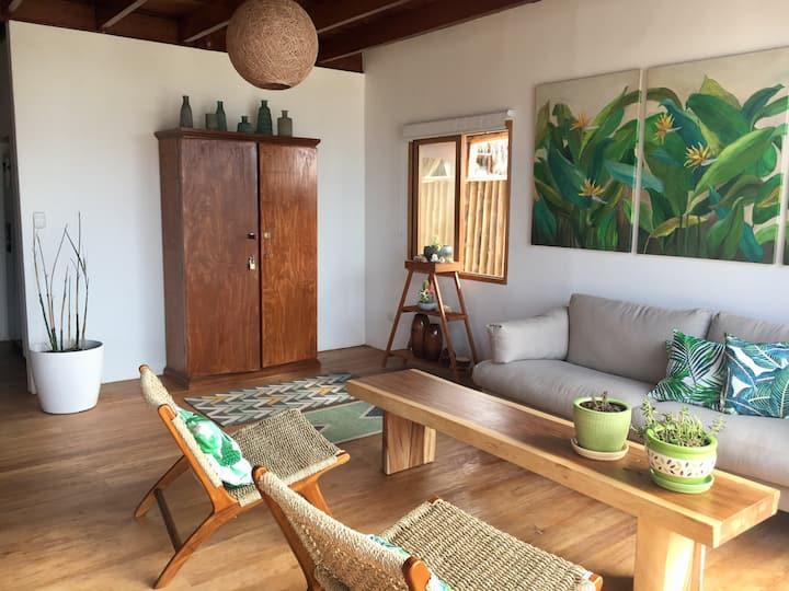 Hermosa casa frente al mar en Canoas de Punta Sal.