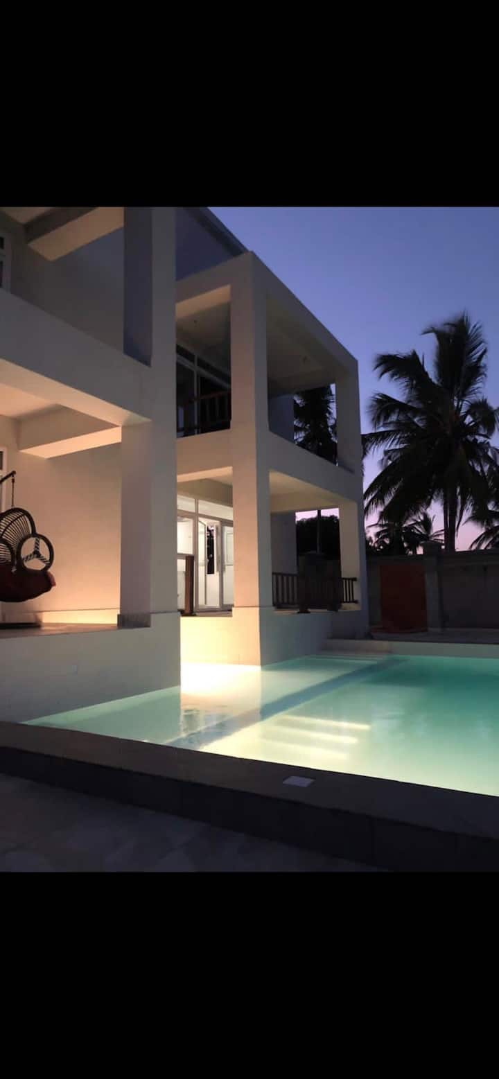 DT Beachfront Villa- 03