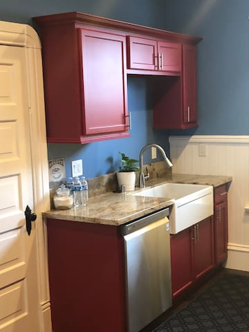 Amazing red and blue kitchen