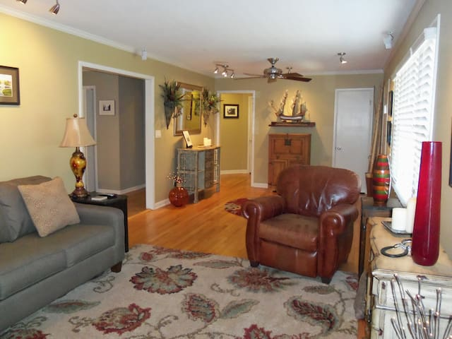 Spacious Ranch in 5-Points - Huntsville - Huis