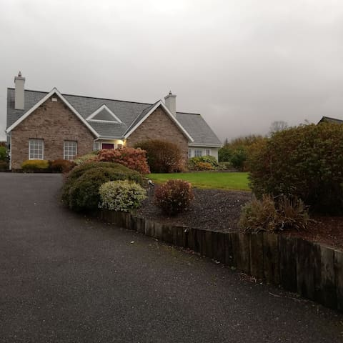 Quaint and private 6 bedroom home 5mins to centre