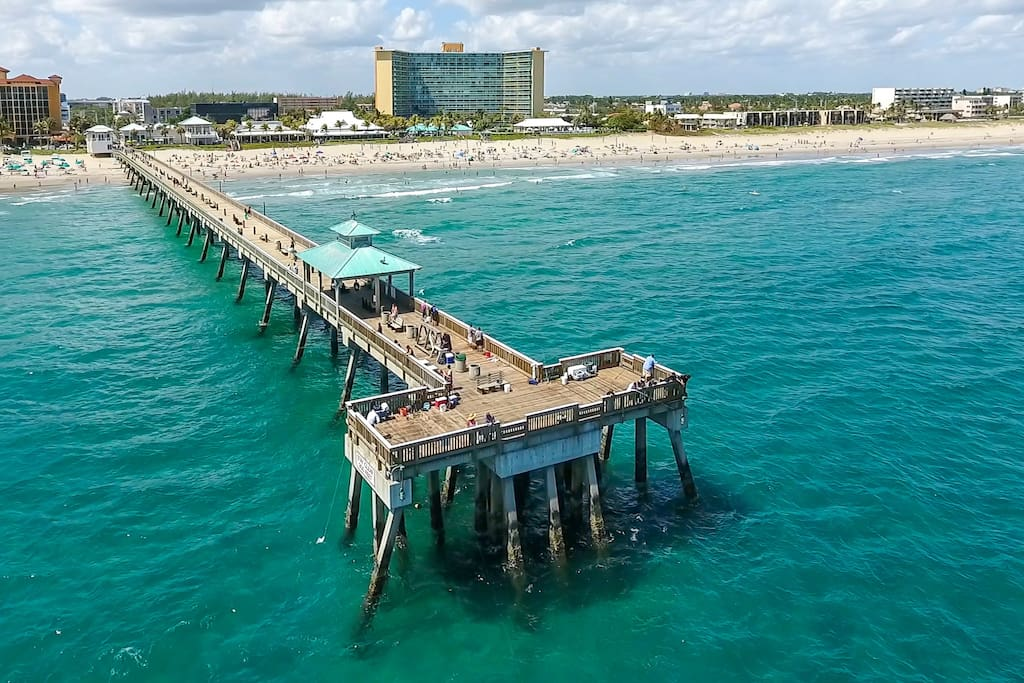 Deerfield Beach & Fishing Pier 4.5 miles away