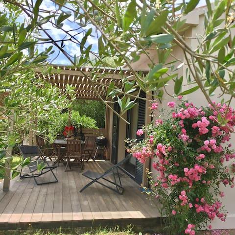 sonnengeschützte Terrasse