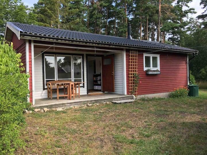 Mysig stuga i lugnet på östra Öland