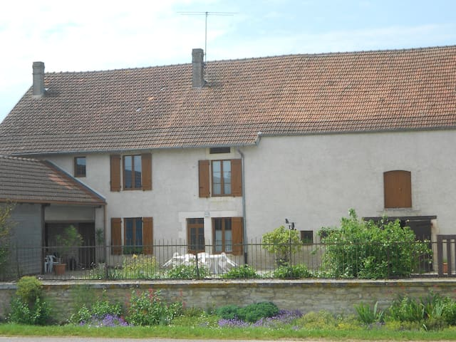 AU GITE DU MONT - Latrecey-Ormoy-sur-Aube - Rumah