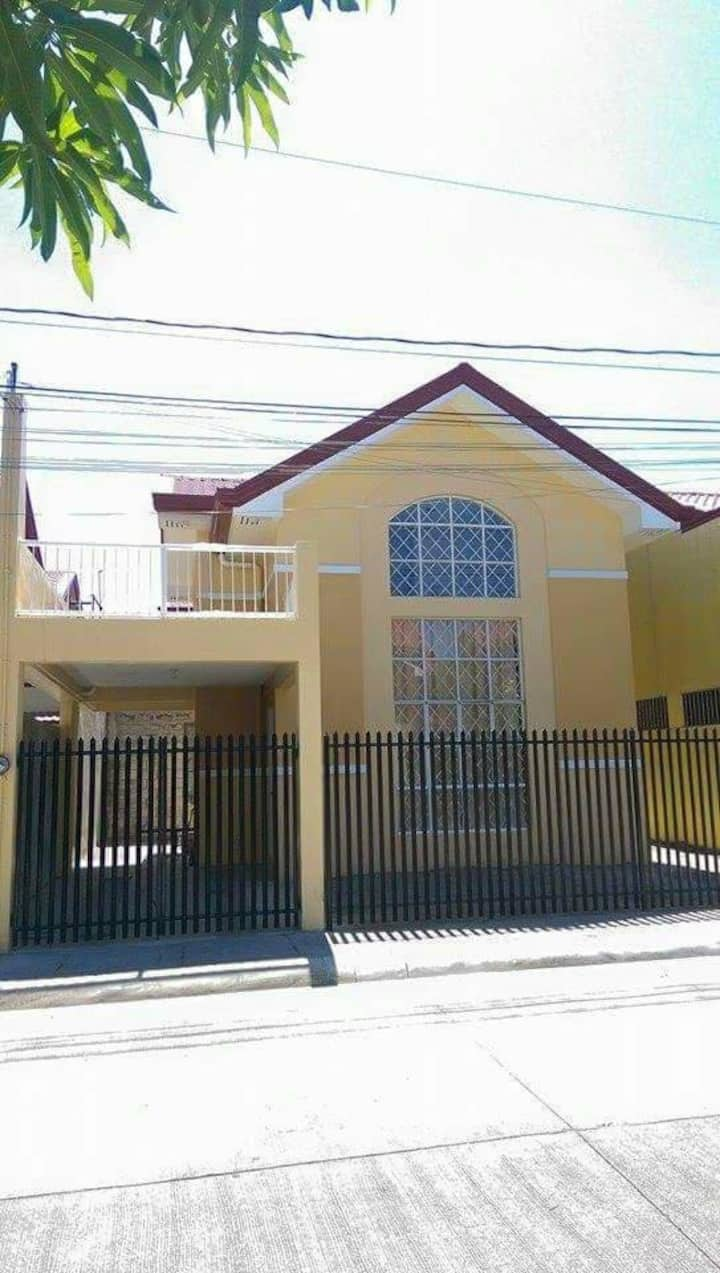 Furnished holiday house for short and long term.