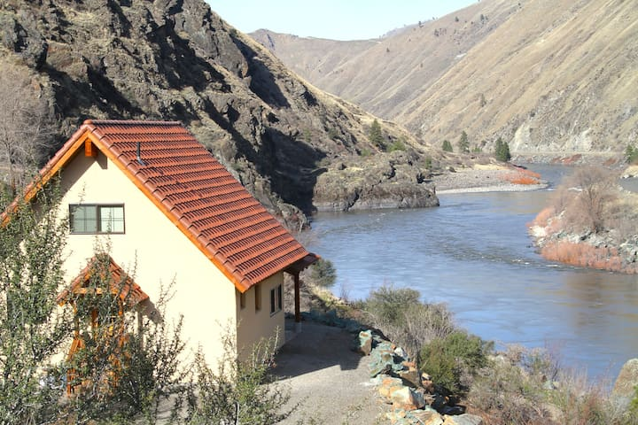 Casita With Salmon River Views and Beach Access