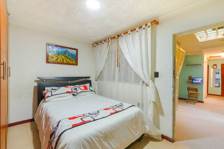 Big room with Easy Transport just 15' to DOWNTOWN - Bogota - Szoba reggelivel