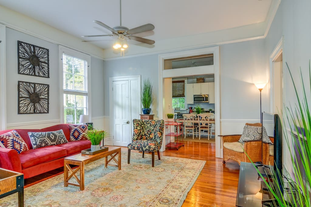 Comfortable and well decorated living room with Direct TV and high speed wifi throughout the house!