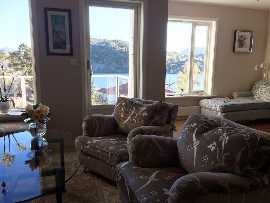 Livingroom with seaview