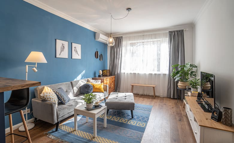 Sunny and welcoming apartment overlooking the park