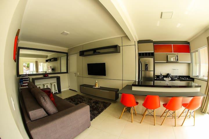 Apartamento Novo e Moderno, 5 min da Praia.