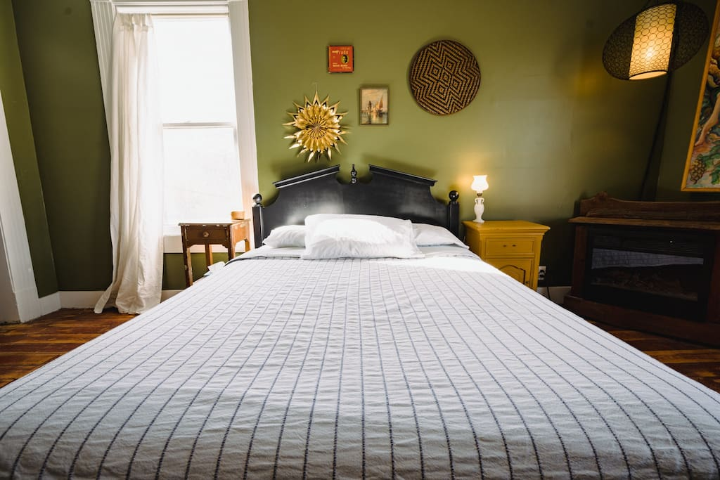 Beds at the Inn all feature 100% cotton sheets and coverlets laundered in scent free detergent.