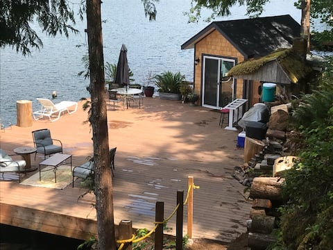 CABIN + 50ft DOCK + OUTDOOR BATH + SITS ON LAKE