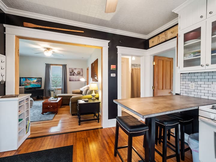 Cozy cottage, easy walk to downtown Hudson!!