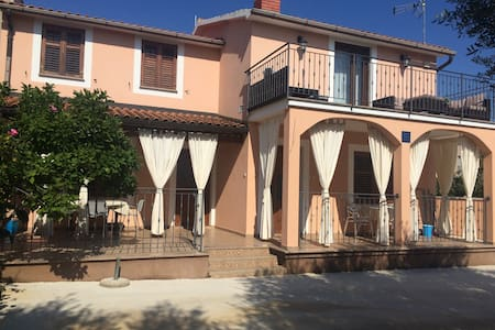 apartment in quiet zone 5 min.from city center - Vrsar