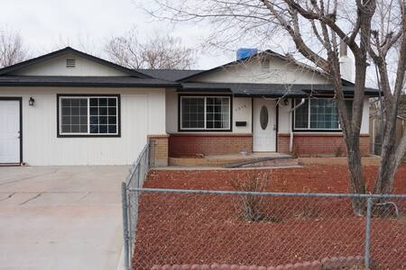 M - Modern & Clean House in Carson City - 카슨 시티