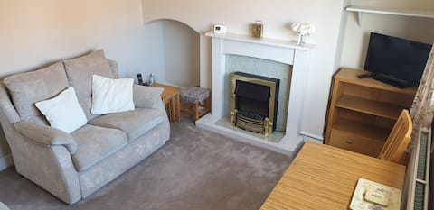 Spacious 1 bed flat with garden