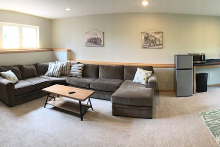 Kingsbury Creek Vacation Space 2 = Warm & Inviting
