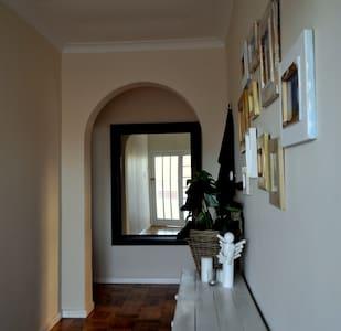 Private house - modern, cozy with spacious garden! - เคปทาวน์ - บ้าน