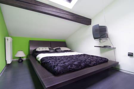 Luxury Room  In  Zagreb - ซาเกร็บ