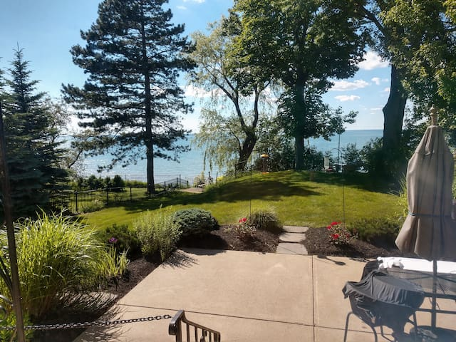 Lakefront Luxury for Autumn, Beachfront Getaway!