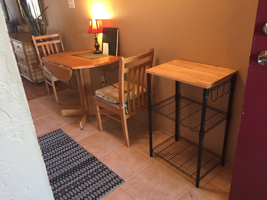 Cute little dining area in the kitchen!