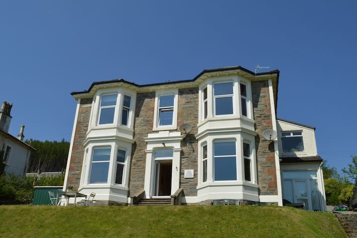 Kintore Holiday Apartment, featuring spectacular seaviews.