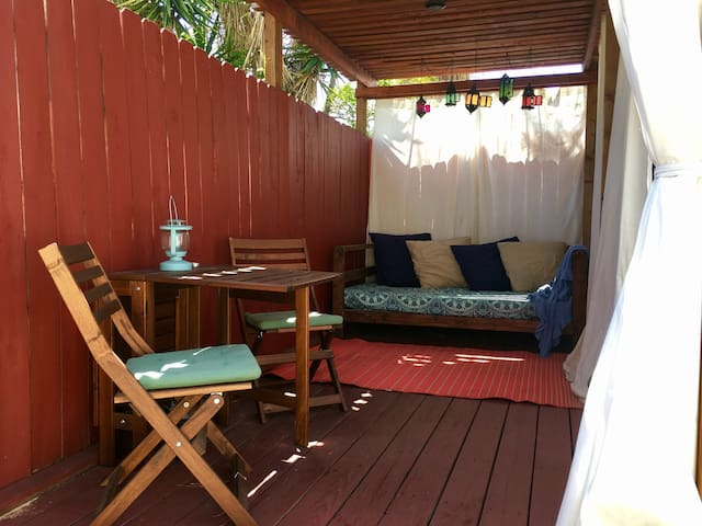 Private Los Feliz Cottage w/ patio & free parking