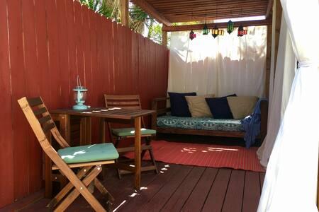 Private Los Feliz Cottage w/ patio & free parking