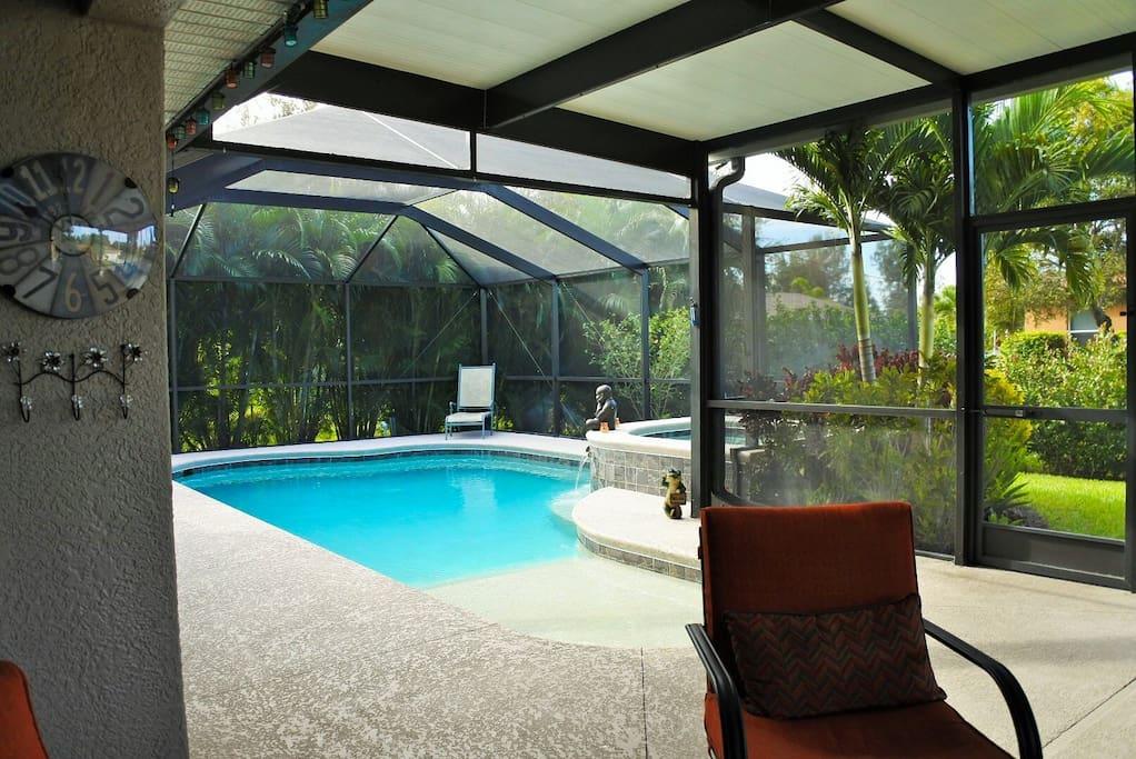 Outdoor area / gescreenter Bereich mit geheiztem Pool