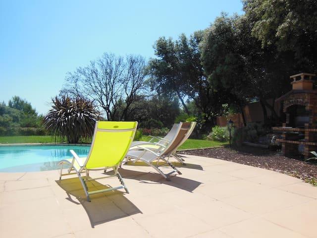 Villa F5 jardin, piscine, wi-fi