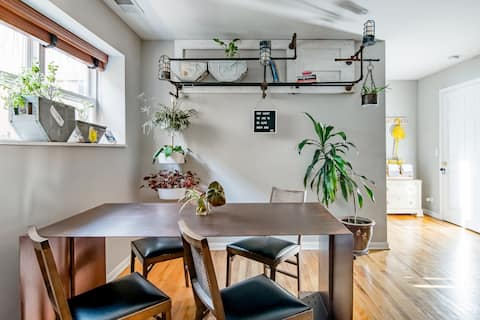 Feel at Home in Chicago, with Parking, Steps from Evanston