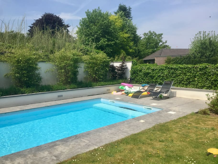 Spacious Villa With Swimming Pool Villas For Rent In Valkenswaard Noord Brabant Netherlands