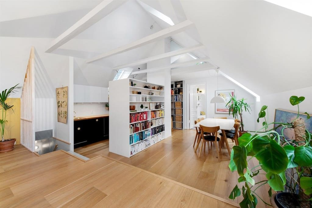 This spacious loft is perfect for families or groups looking for a place to relax in the middle of Bergen.