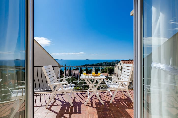 Knego-One Bedroom Apt with Balcony and Sea View