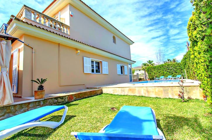 Villa Gaviotas for 8 people, in Puerto de Alcudia
