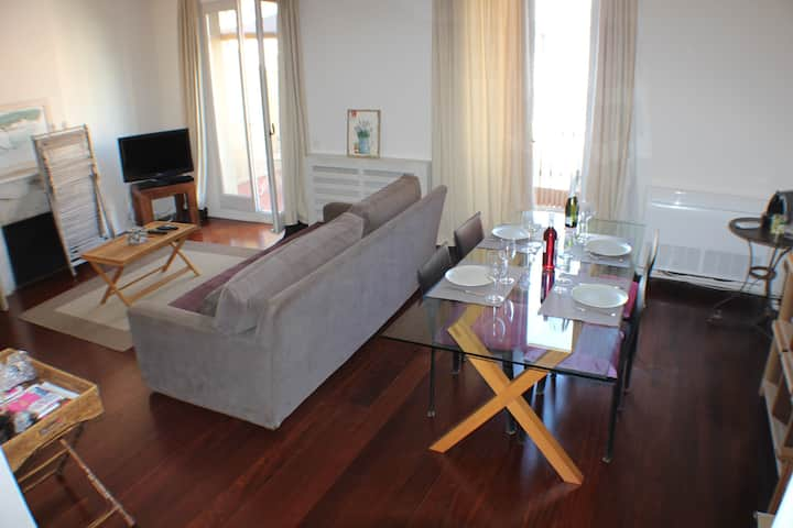 Apartment in Heart Barcelona for 6 people