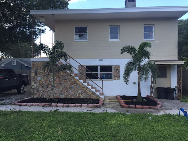 St Pete - Centrally Located Renovated 1 BR Apt #4