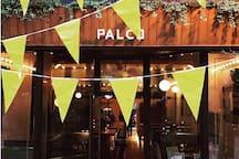 Bar le Palco c'est un simple bar de quartier. Au menu, des cocktails signatures, une sélection de spiritueux, des vins d'importation privée et des bières de microbrasserie. À la carte, des plats simples et généreux.  https://www.barpalco.com/