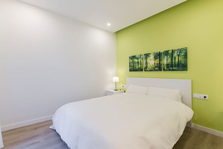 Deluxe ensuite bedroom wheelchair accessible - Barcelone - Maison