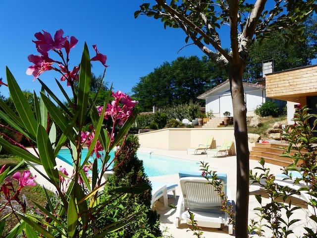 Chambre calme 15 kms de Bordeaux (piscine et wifi) - Latresne