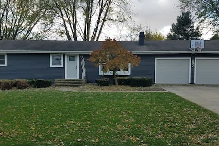 Close to Dordt University and several attractions