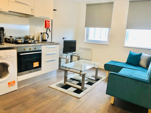 Gatwick, Airport, King Bed, Parking, Kitchen, Wifi