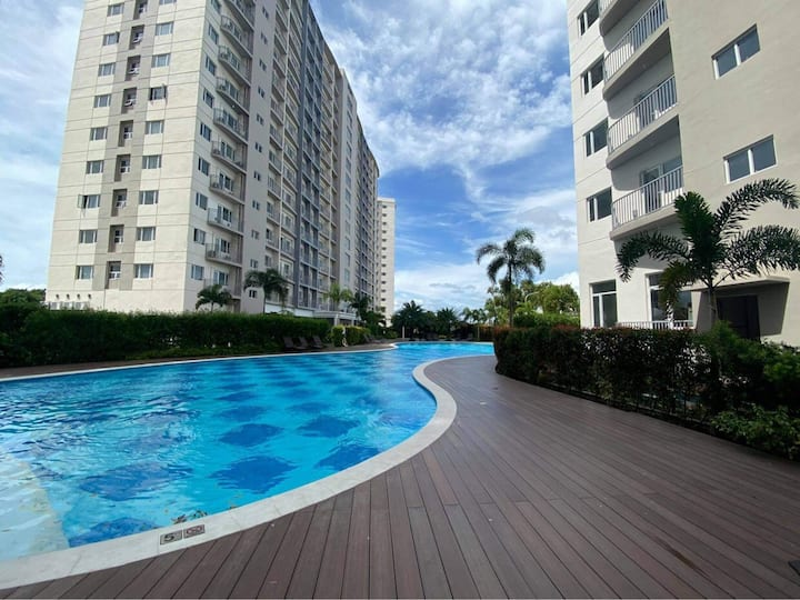 Cozy 1 BR Condominium, Few steps from SM Southmall