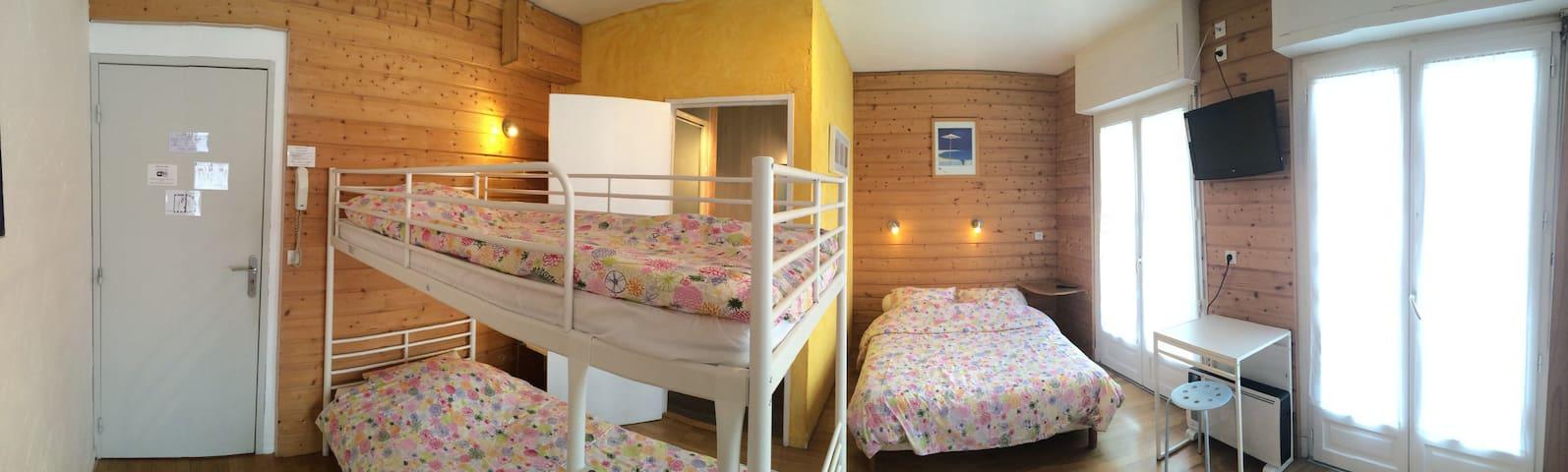 CHAMBRE DE CHARME - Luz-Saint-Sauveur - Bed & Breakfast