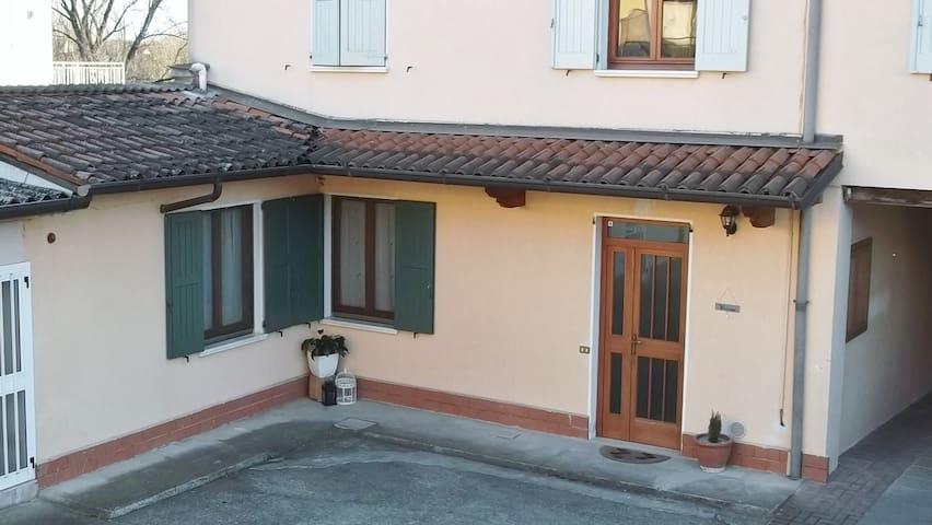 Essenziale ed economico, il Fiorino Anacleto - Verolanuova - Lägenhet