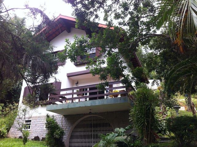 Casa super aconchegante, natureza, 5 min centro