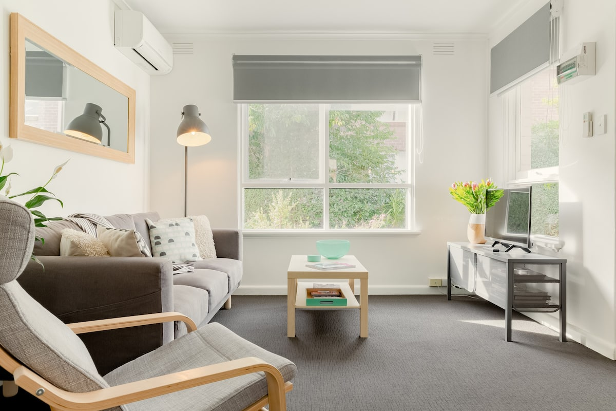 Cosy Two Bed Apartment Close to Murrumbeena Train Station