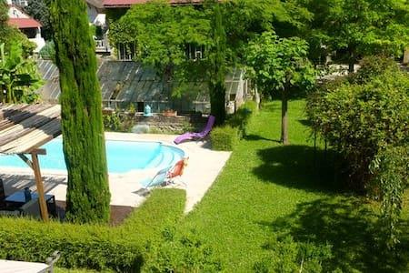Chambres d'hôtes dans propriété au calme - La Tour-du-Pin - Haus